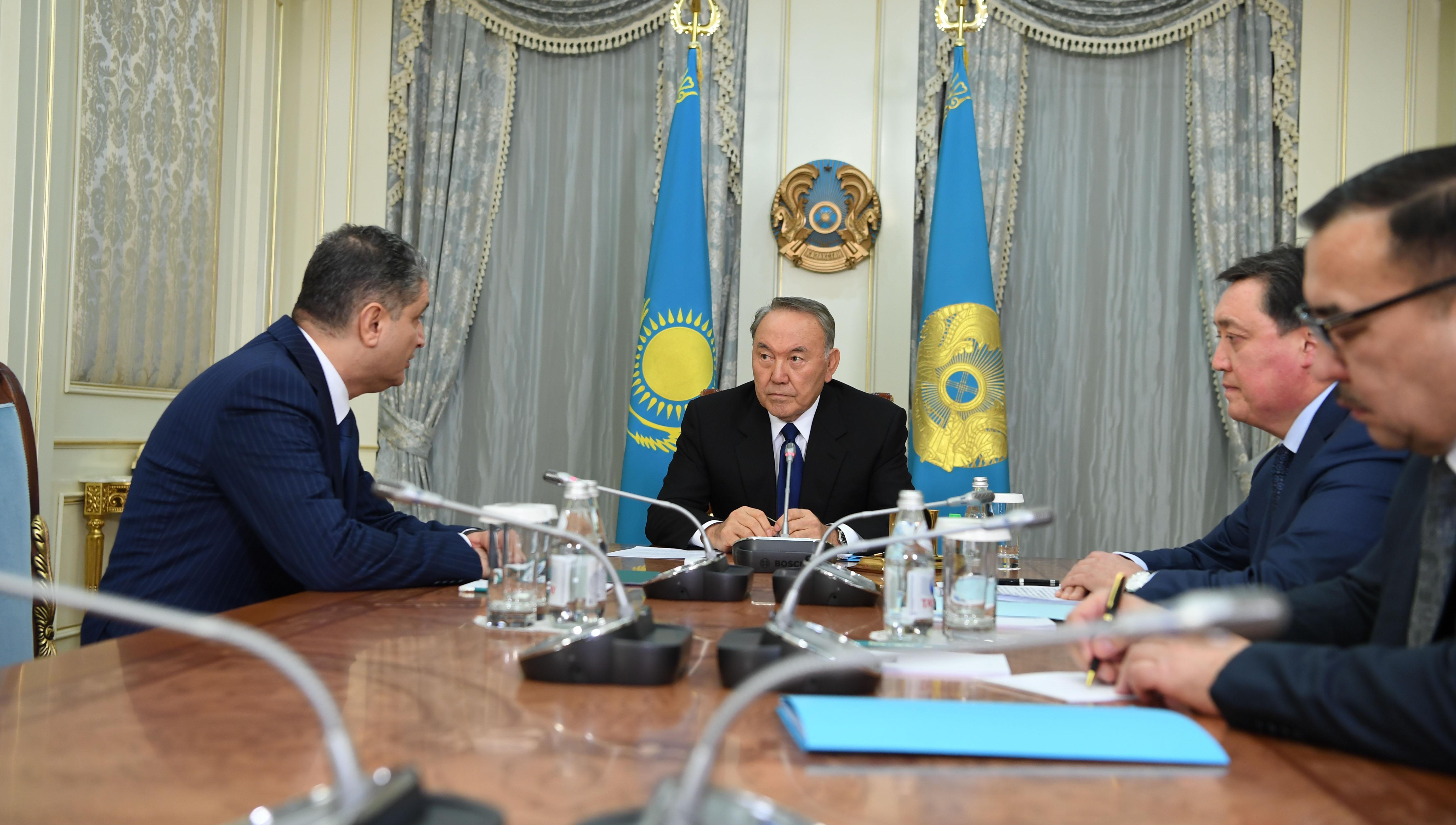 Саркисян иНазарбаев обсудили повестку совещания Высшего Евразийского финансового совета